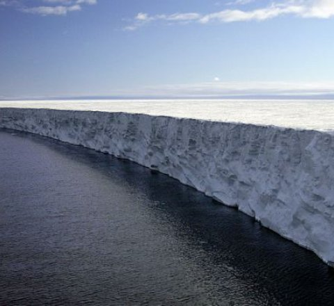 Science article about biggest iceberg breaks off
