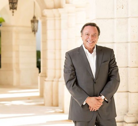 Breaking-News article about Mike Fernandez about trump