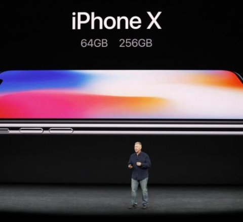 Breaking-News article about iphone x sells out in 10 minutes