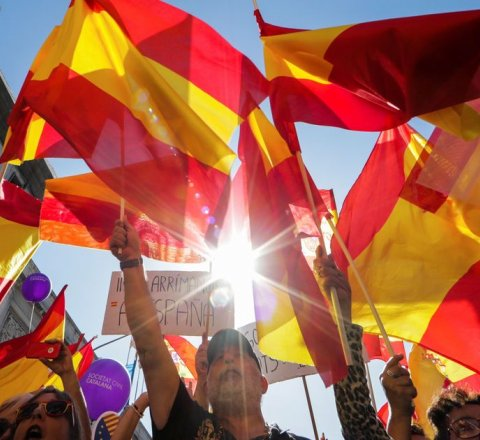 Breaking-News article about spain ready to offer catalonia fiscal autonomy