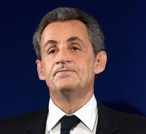 Breaking-News article about nicholas sarkozy in custody
