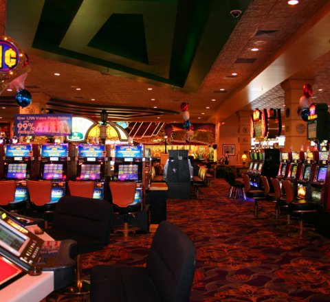 Entertainment article about Online slot machines: a matter of skill or luck?