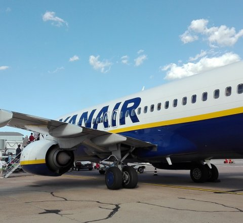 Travel article about how does ryanair earn money